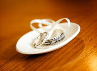 engagement ring in Dubai